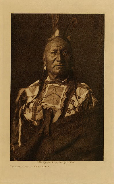 volume 3  facing: page  124 Yellow Horse - Yanktonai