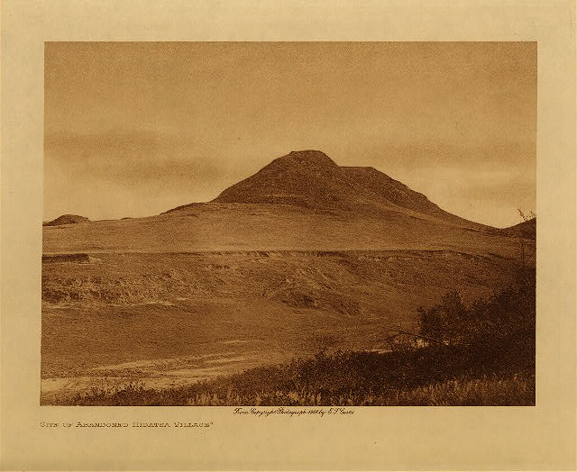 volume 4  facing: page  130 Site of abandoned Hidatsa village