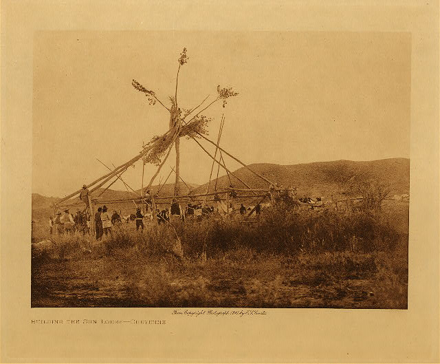 volume 6  facing: page  122 Building the sun lodge - Cheyenne