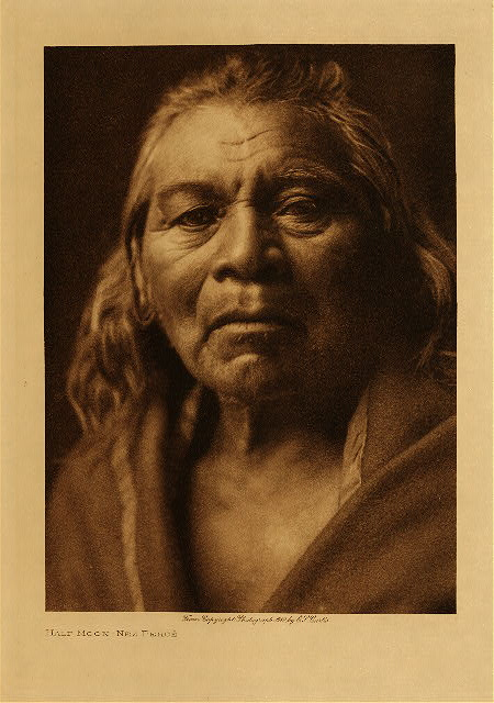 volume 8  facing: page  32 Half Moon - Nez Perce