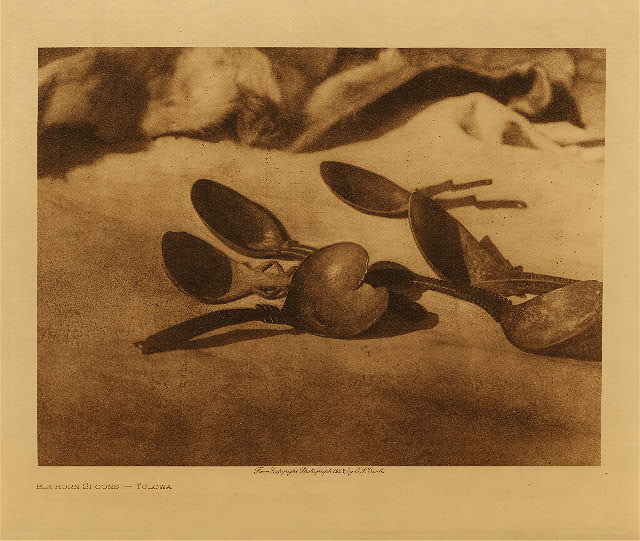 volume 13  facing: page  106 Elk-horn spoons - Tolowa