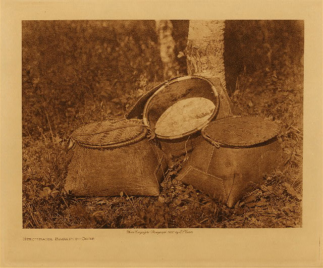 volume 18  facing: page  70 Birchbark baskets - Cree