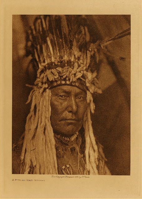 volume 18  facing: page  148 A Piegan war-bonnet