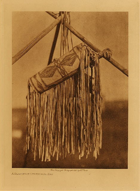 volume 18  facing: page  186 A Blackfoot ceremonial bag