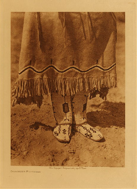 volume 19  facing: page  82 Cheyenne footwear