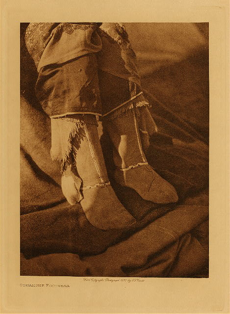 volume 19  facing: page  190 Comanche footwear