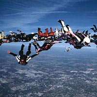Skydivers in speed 100-way competition, 1999