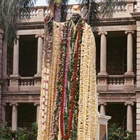 Lei-draped statue of King Kamehameha, June 11, 1999