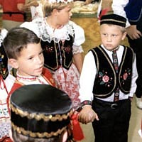 Oklahoma Czech Junior Dancers wait to perform at 1998 festival