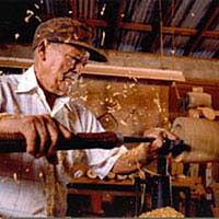 Francisco Rosario woodturning in his shop in Manati, August 1999