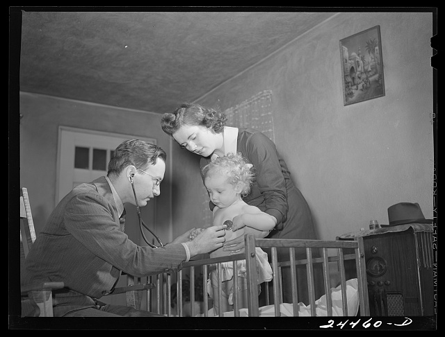 Doctor Tabor examining Roscoe Loudin. Dailey, West Virginia.