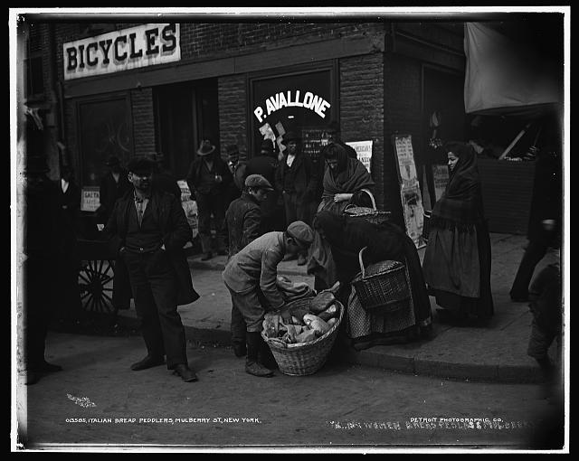 Italian bread peddlers, Mulberry St.