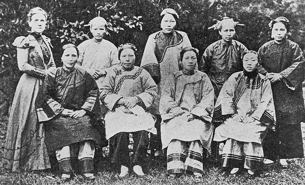 Female missionaries and bible women in the Foochow Mission, 1902.