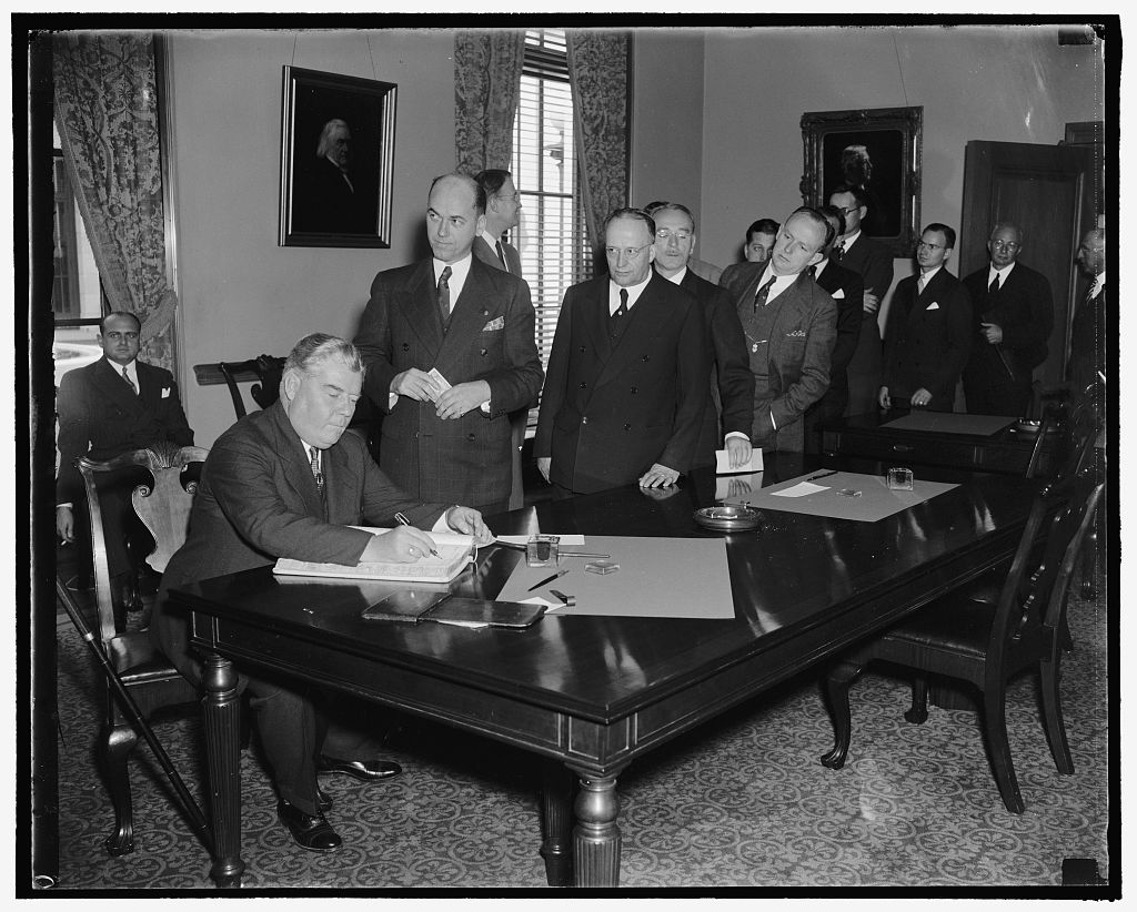 Lawyers sign register at opening of Supreme Court. Washington, D.C., Oct. 3..., Courtesy of Prints and Photographs Division, Library of Congress